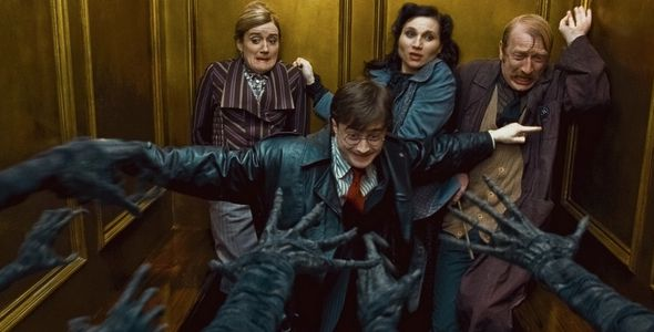10 Big Differences Between The Harry Potter And The Deathly Hallows Book And Movie Harry Potter Scene Deathly Hallows Part 1 Harry Potter Movies