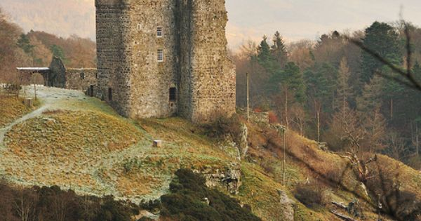 wildeyedsoutherncelt: 14th century Neidpath Castle sits high above the river Tweed ,Scotland