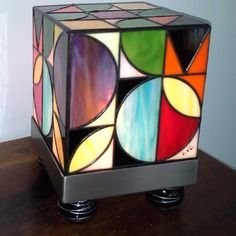 Le Kube Seventies Lampe Vitrail Tiffany Motifs Annees 70 Comment Peindre Le Verre L Art Du Vitrail Vitrail