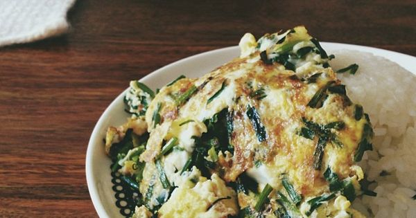 breakfast: garlic chives + eggs w/ tamari basil over rice. / satsuki ...