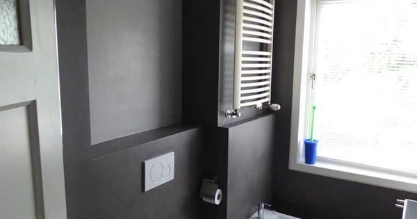 In deze badkamer zijn de wanden geheel voorzien van stuckwerk de badkamer is gerealiseerd door - Betegelde badkamer ontwerp ...