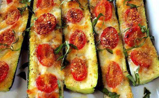 zucchini w/ tomatoes, basil mozzarella zucchinipizza