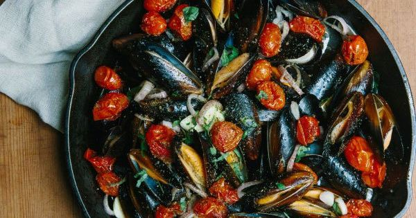 Roasted Tomato & White Wine Garlic Mussels | Recipe ...