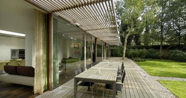 Een houten terras en luifel tegen het huis romantische moderne droom tuin pinterest houten - Terras van droom ...