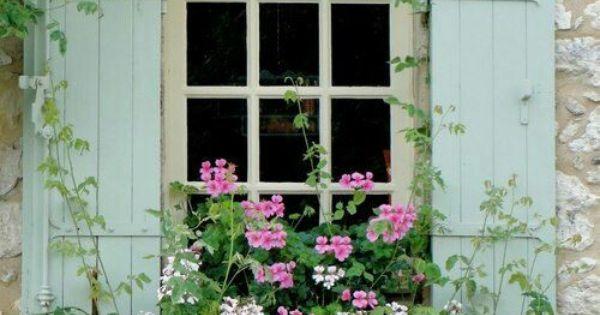 Finestre fiorite davanzali pinterest giardini - Fioriere per davanzale finestra ...