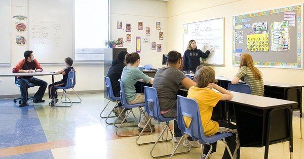 نصائح للمعلمين الجدد من أجل إدارة الفصول الدراسية بطريقة فعالة تعليم جديد Conference Room Education Room