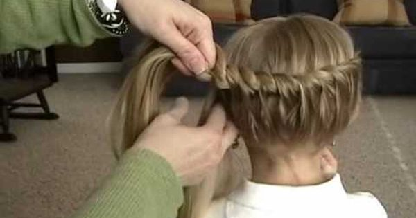 Side twist hairstyle. I do my little girls hair like this a