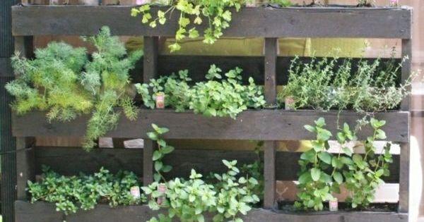 Palette en bois 20 id es pour fabriquer vos meubles for Fabriquer un mur vegetal avec palette
