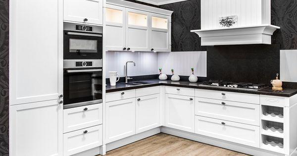 Luxe witte hoekkeuken met bosch for Bosch apparatuur