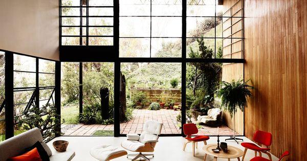 De lederen kussens van de eames lounge stoelen zijn in verschillende kleuren leverbaar zoals - Ideeen kleuren lounge ...