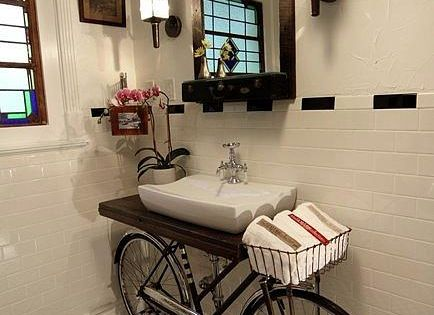 Guest bathroom idea.... Okay, how cute is this upcycled bike, used as