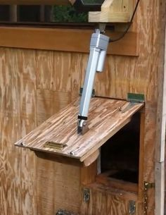 Adding Linear Actuators To Chicken Coops And Snowblower Chutes Kurnik Kutilstvi Napady Do Zahrady
