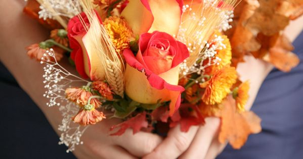 Wedding bouquet - Love this fall bouquet! Photo by @susieandbecky