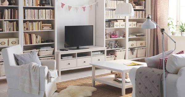 salón luminoso con un mueble de tv de pino macizo tintado en, Wohnzimmer