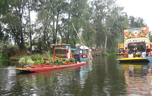 Mexico City These Beautifully Decorated Boats Are Found In Xochimilco Floating Gardens The Cs Of Remnants Anc