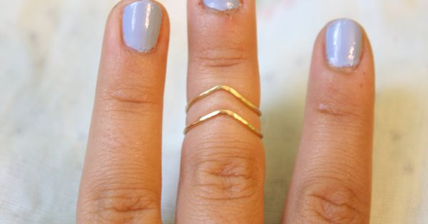 Chevron Knuckle Ring ( cute ring and nail polish!!!)