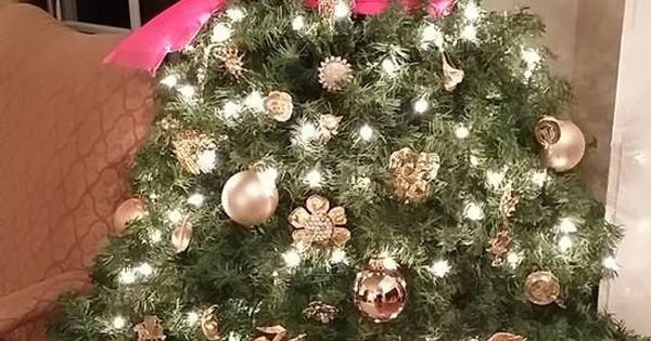 Koleksi Gambar Tentang Natal Dan Tahun Baru Patricia Coleman Cobb Is Our Winner Of The Homes4holidays Contest She Used Antique Brooches And Jewelry To Decorate A Mannequin Whose Skirt Is The Branches Ornaments