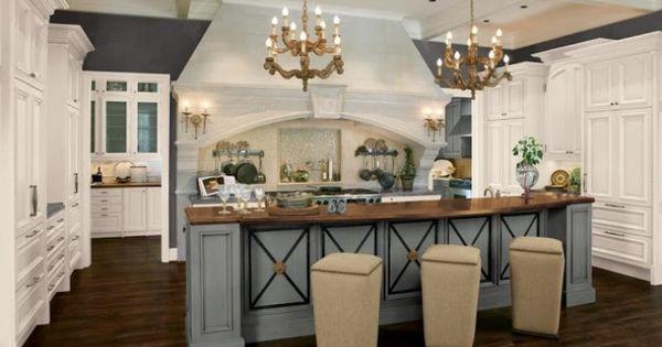wohnideen franz sische landhausk che hellblau kronleuchter. Black Bedroom Furniture Sets. Home Design Ideas