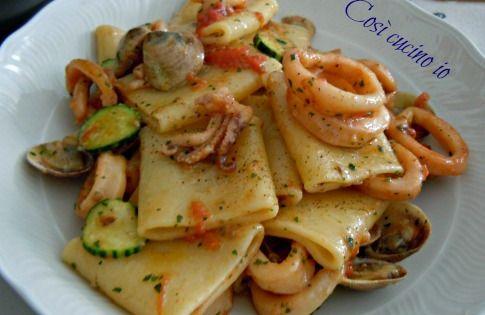 Paccheri vongole calamari e zucchine, ricetta primi piatti | Calamari ...
