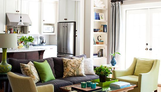 Traditional and casual styles merge in this light-filled living room. [layout for