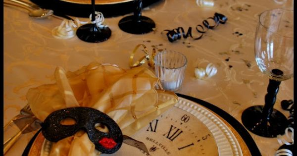 Elegant New Year's Eve Table Setting: Like the mask for napkin holder