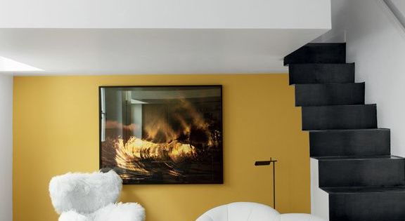 mur moutarde interieurs jaune moutarde gris pinterest appartement blanc escaliers. Black Bedroom Furniture Sets. Home Design Ideas
