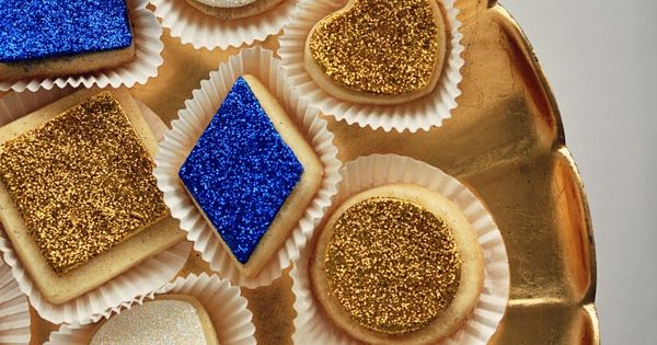 I LOVE the edible glitter on these cookies! Going to try this