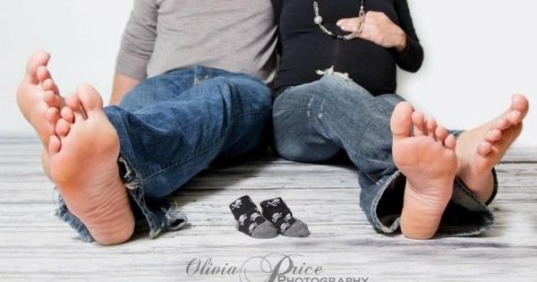 Maternity photo idea. Bare foot with the babies shoes