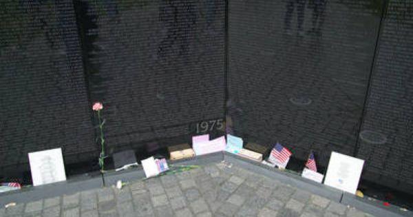 See Photos Of The Vietnam Veterans Memorial Vietnam Veterans Vietnam Memorial Vietnam Veterans Memorial