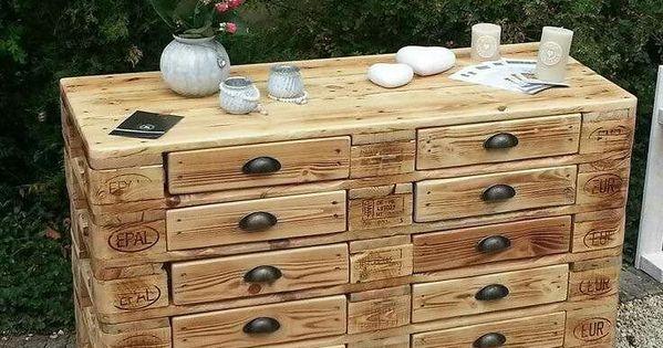 tisch aus paletten m bel aus europaletten palettenm bel und europalette. Black Bedroom Furniture Sets. Home Design Ideas