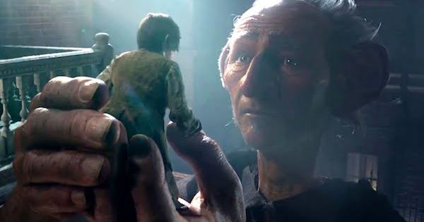 The Bfg 2016 Movie Trailer 2 A Friendly Giant Carries Sophie To A Magically World Filmbook Bfg Movie Bfg Fantasy Movies