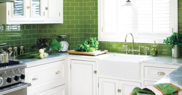 Apple green and white interior designed kitchen home for Decoracion hogar verde