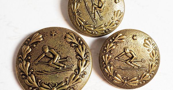 Antique Beautiful Large Brass Picture Button   Katisha