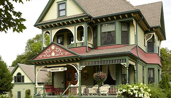 17 Victorian Style Houses With Stunning Decorative Details Victorian House Colors Victorian Style Homes Victorian Homes Exterior