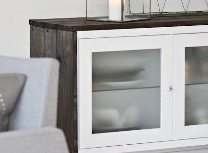 A adir listones de madera pintados a tu gusto para for Customizar muebles ikea