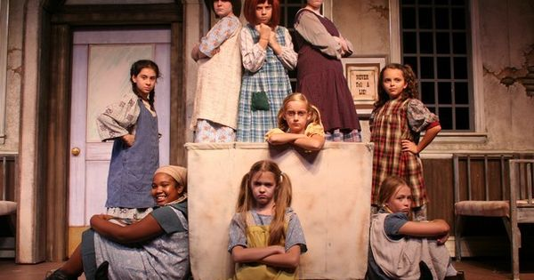 Orphan costumes for Annie...looks - 40.2KB