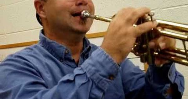 How To Hold The Trumpet And Play The Note E Youtube Trumpet Hold On Youtube