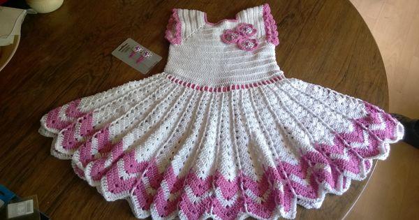Hækleopskrift på en rigtig sød kjole til små piger