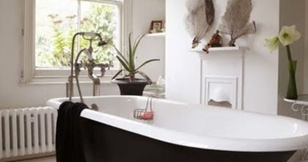I soooo adore these clawfoot bath tubs .... and they are so
