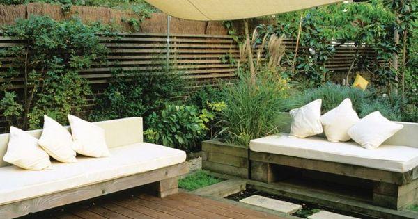 sichtschutz f r terrasse bambus zaun und hohe str ucher. Black Bedroom Furniture Sets. Home Design Ideas