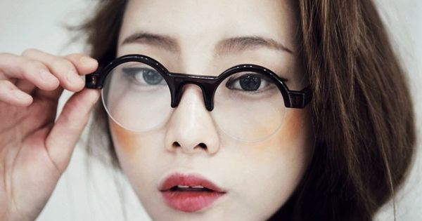 Comment se maquiller avec des lunettes 28 id es et tutos lunettes rondes eye liner et fard - Lunette pour se maquiller ...