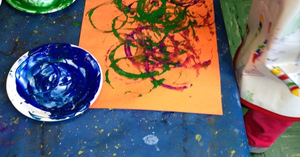 Circle art in action. | Art projects for 2-3 year olds ...