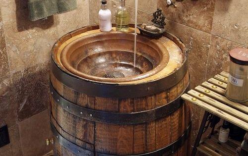 Effet rustique et campagne ce tonneau devient un lavabo for Deco salle de bain rustique