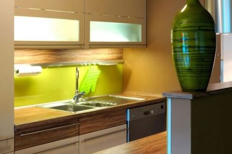 32 Brilliant Hacks To Make A Small Kitchen Look Bigger Design Small Kitchens And Cabinets