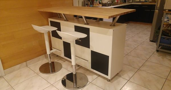 un bar mange debout vaisselier bar cuisine ikea et consoles. Black Bedroom Furniture Sets. Home Design Ideas
