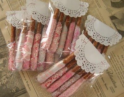 Chocolate Dipped Pretzels - love the wrapping idea using paper doilies.