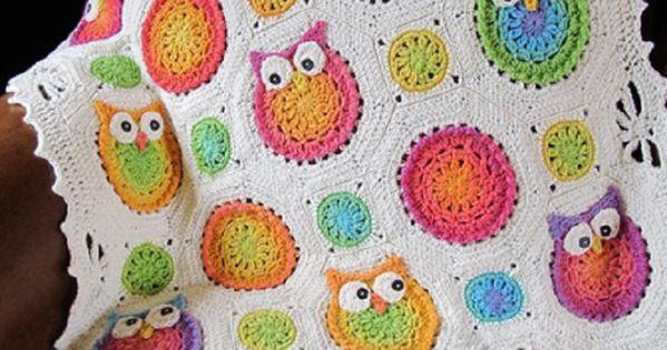 Crochet baby blanket: love the owls! ~ Couverture pour bébé au crochet: