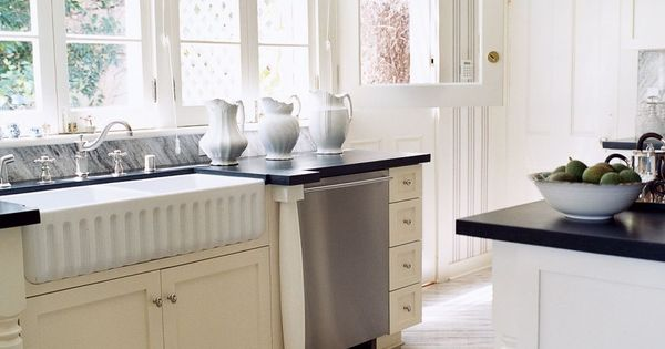 Traditional kitchen by jennifer nicholson and robert for Country kitchen santa monica