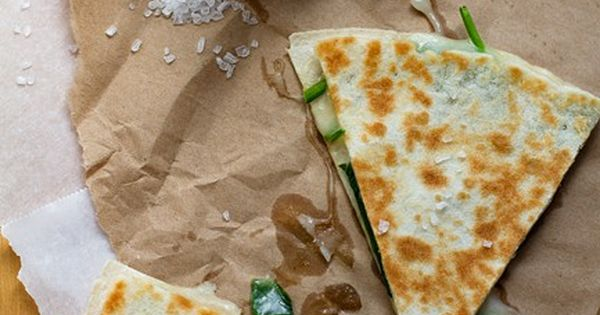 SPINACH QUESADILLA SO GOOD, SO HEALTHY, AND TOTALLY EASY.