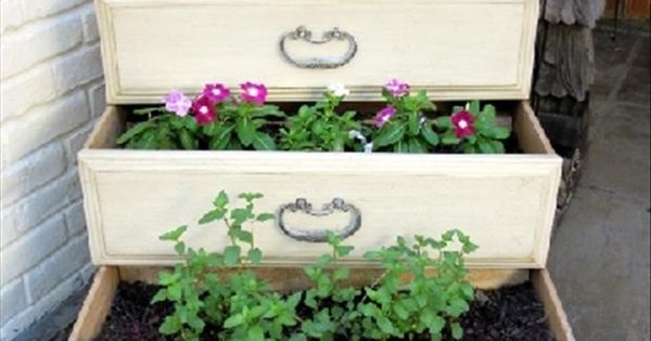 Planter boxes made from old dresser drawers. Be cute for a herb